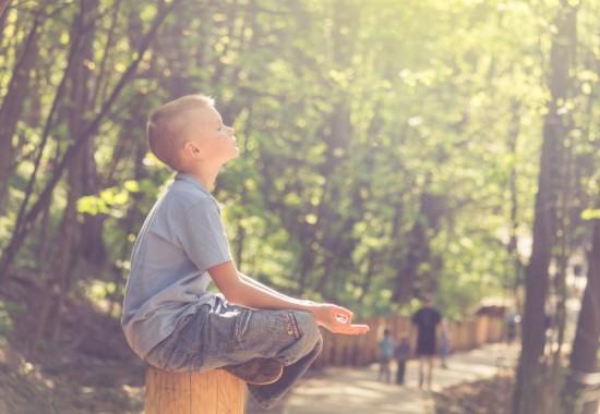 瞑想をする人