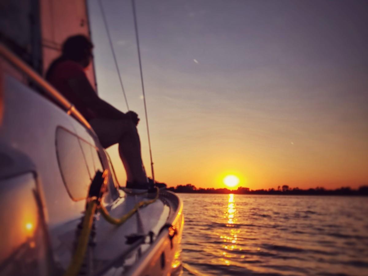 船から見る夕焼け