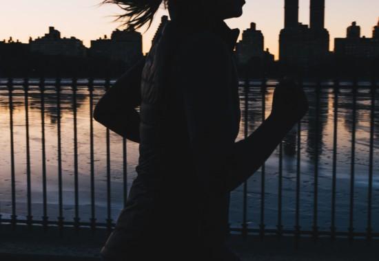 マラソンをしている人